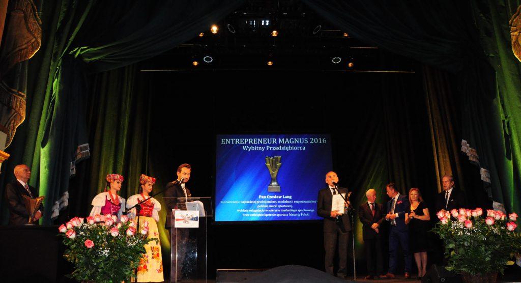 Czesław Lang odbiera nagrodę