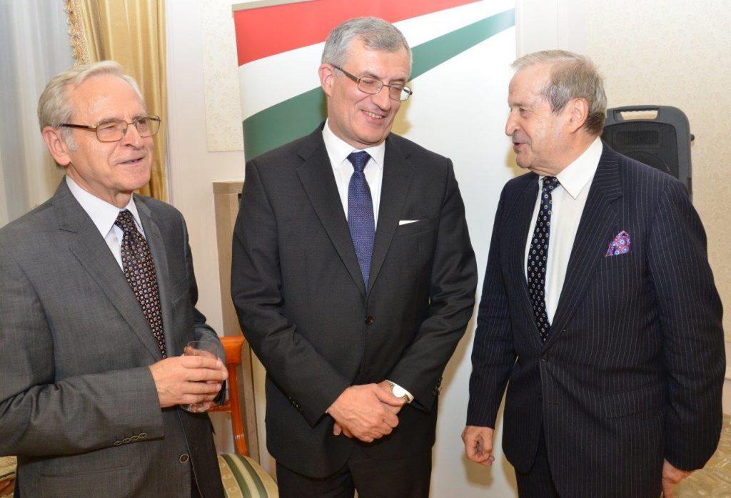 Prezes Janusz Cieślak w towarzystwie Ambasadora Węgier Ivana Gyurcsika i byłego Ambasadora RP na Węgrzech Grzegorza Łubczyka.