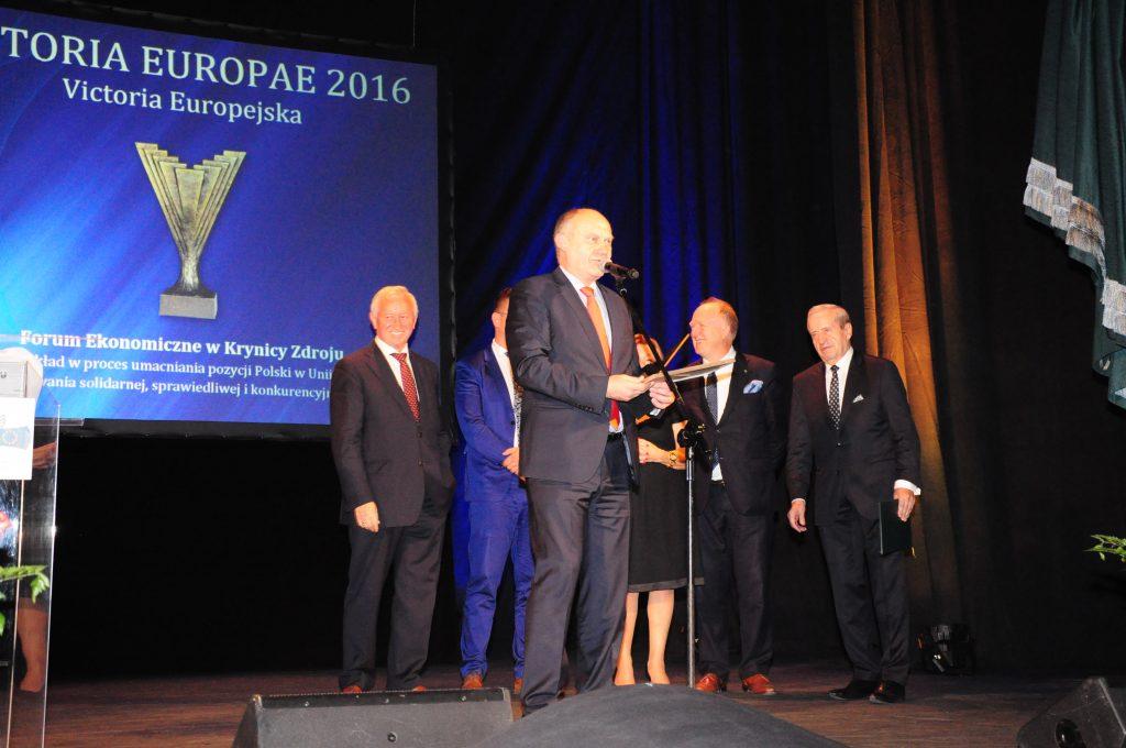 Prezes Jerzy Bochyński odbiera nagrodę dla Forum Ekonomicznego w Krynicy Zdroju